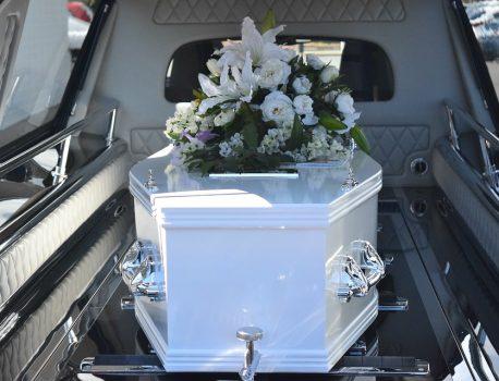 Pompes funèbres : prestations obligatoires et optionnelles